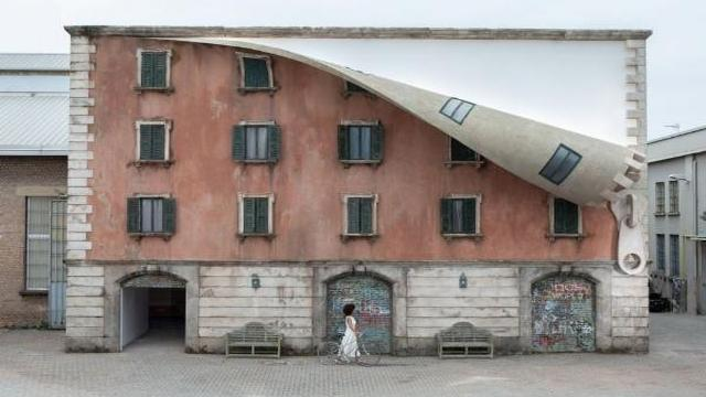 fuorisalone na milanskoj ulice tortona pojavilos zdanie s fasadom na molnii