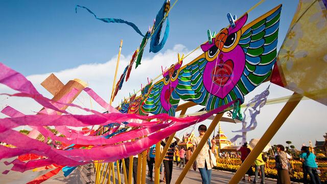 grandioznyj mezhdunarodnyj festival vozdushnyh zmeev sostoitsja v tajskoj provincii satun