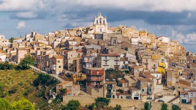 na juge sicilii prodajut doma za odin evro