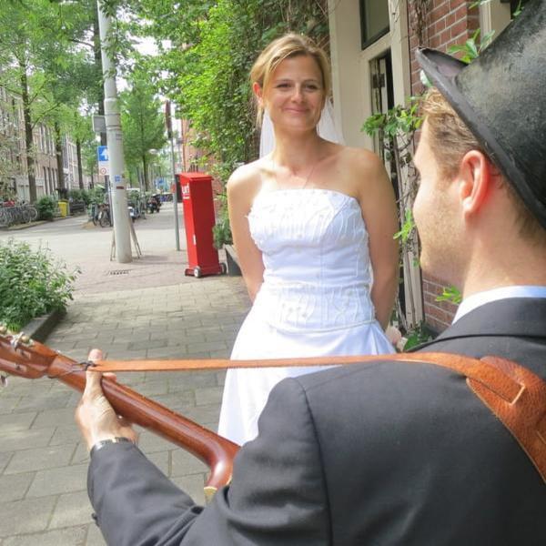 amsterdam predlagaet gostjam neobychnuju jekskursiju supruga gida na odin den