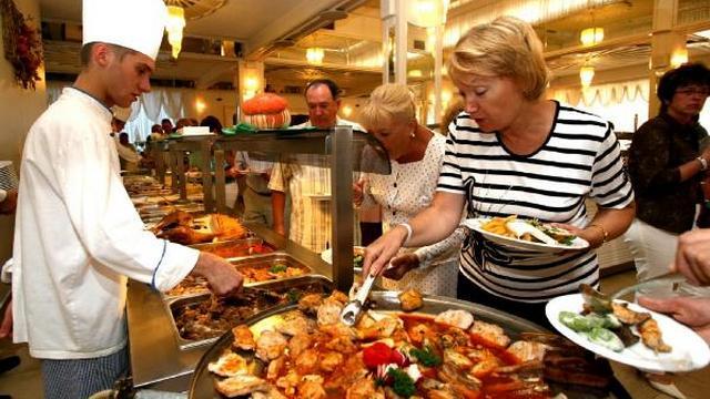jeksperty vyjasnili iz kakih stran turisty privozjat lishnie kilogrammy
