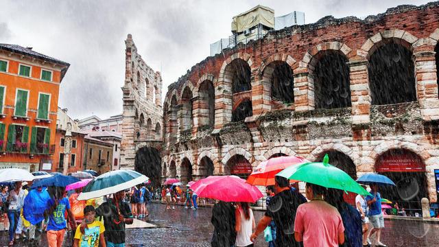 v italii nachnut vyplachivat turistam kompensacii za dozhdlivye dni
