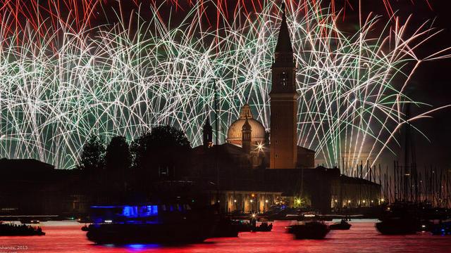 venecija gotovitsja k samomu jarkomu festivalju leta