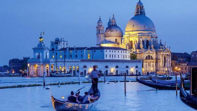 venecija stanet platnoj dlja turistov