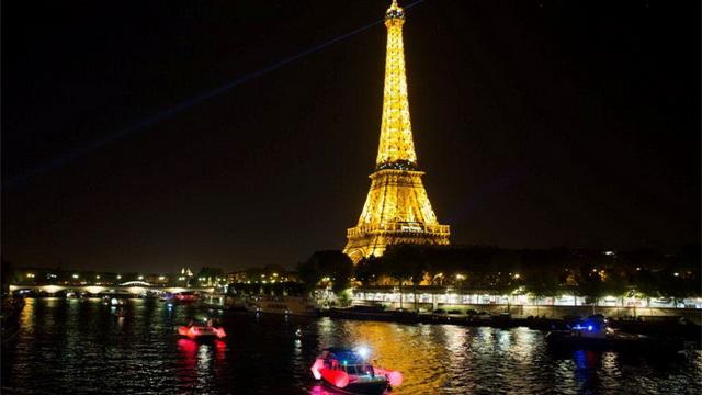 festival sovremennogo iskusstva belaja noch v parizhe