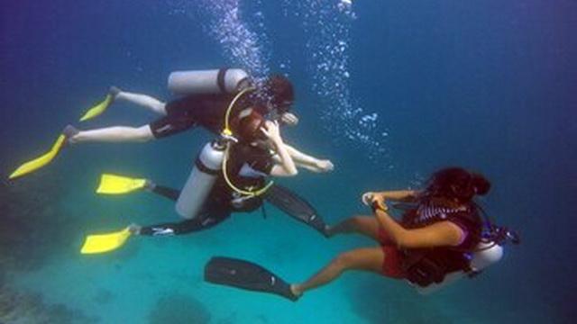 na maldivah otkryli shkolu dlja junyh akvalangistov