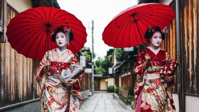 v kioto nauchat turistov pravilam povedenija