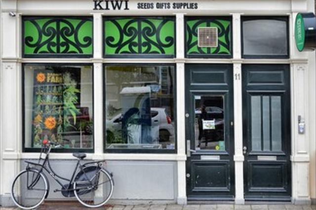 v niderlandah predlagajut zapretit turistam poseshhat kofeshopy