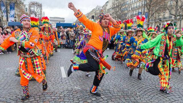 novogodnij gran parad v parizhe 1